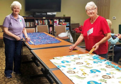 Residents make blankets